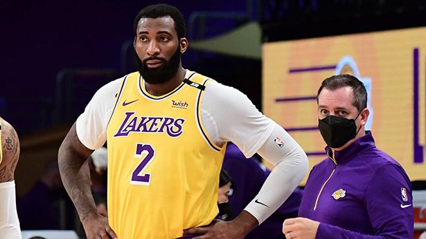 El pívot de los Lakers Andre Drummond vs.